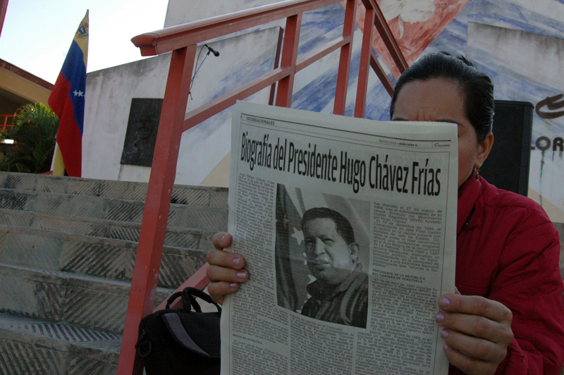 TRIBUTO A HUGO CHAVEZ EN LA UNIVERSIDAD DE HOLGUIN OSCAR LUCERO MOYA © Amauris Betancourt
